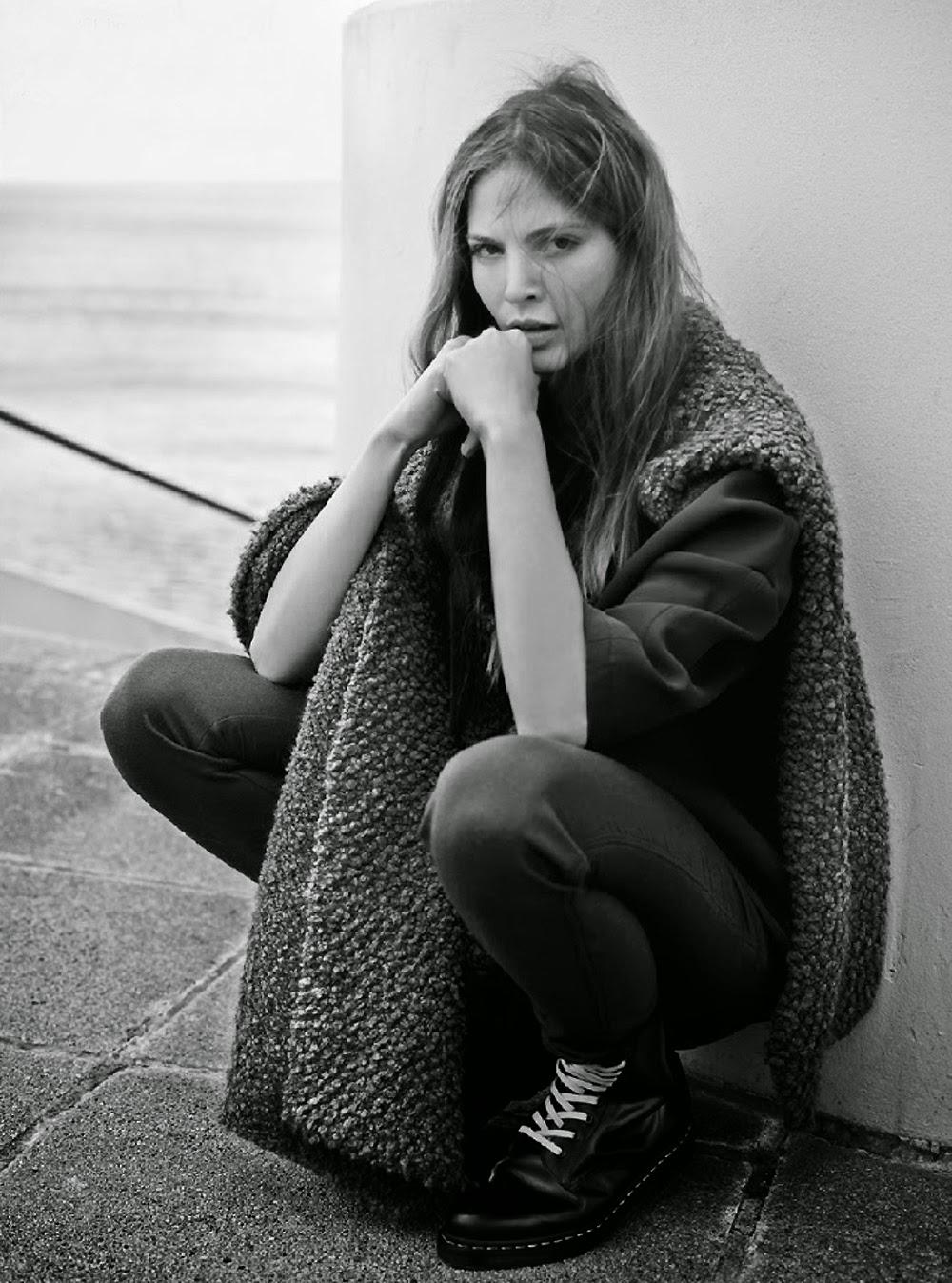 Inga-Marie-Tekukwitha-by-Barrie-Hullegie-Elle-Netherlands-magazine-editorial-love-rush.2