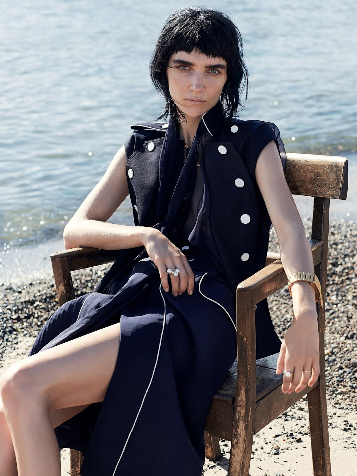 vogue-tales-of-land-and-sea-janice-seinen-10