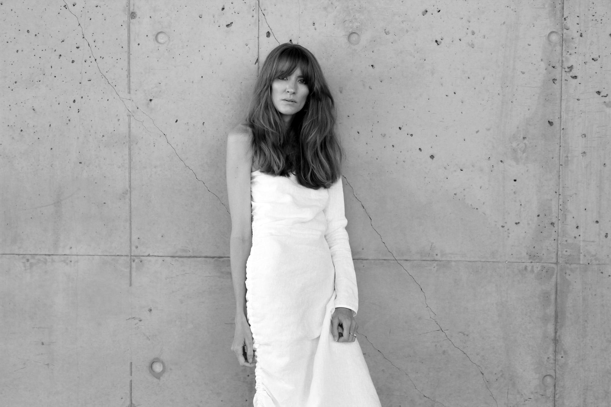 loverush_Georgia-Alice_white-linen_outfit-style_2-a